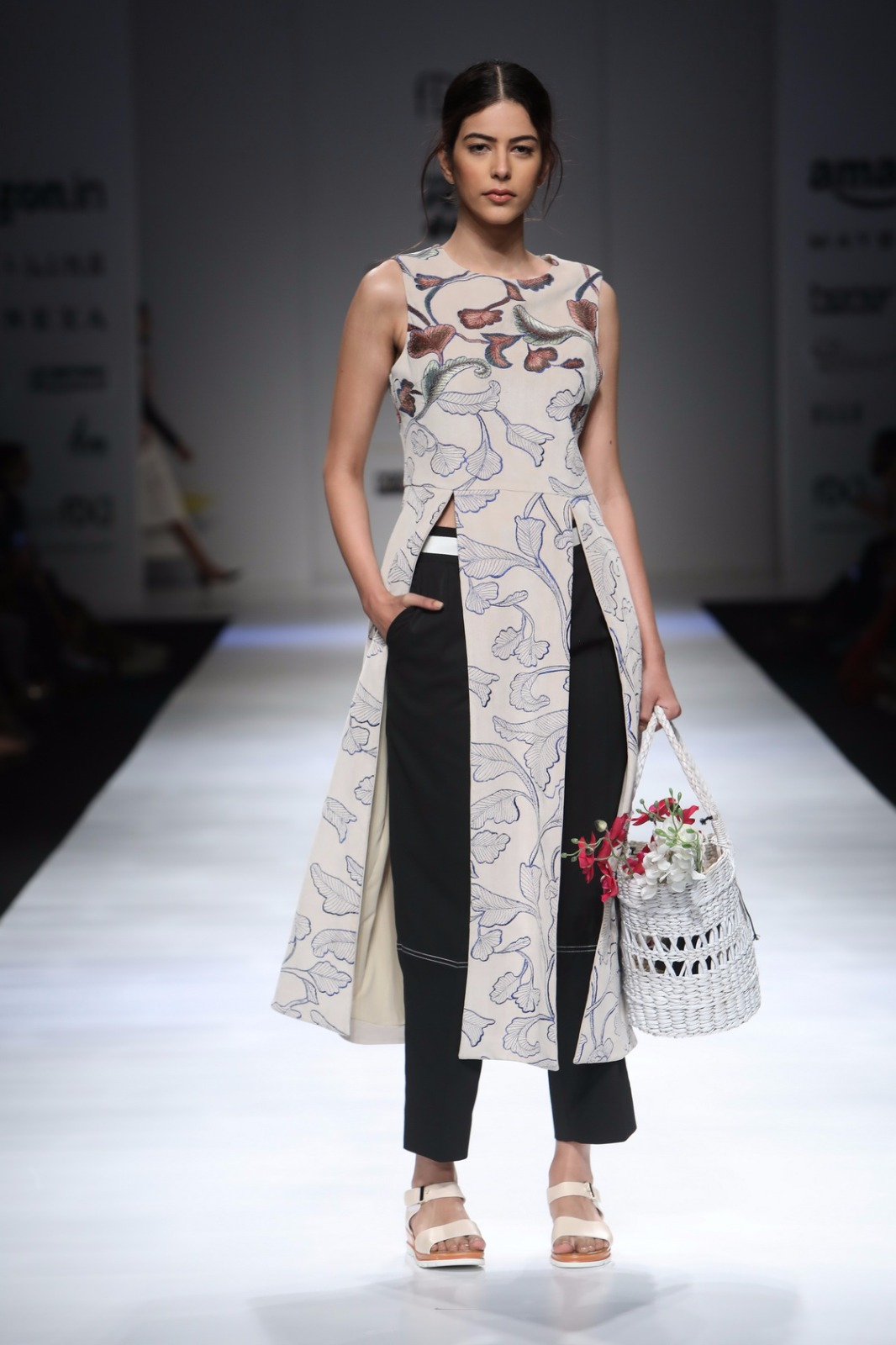 http://www.talksassy.com/wp-content/uploads/2017/03/Amazon-India-Fashion-Week-Autumn-Winter-2017-11.jpg