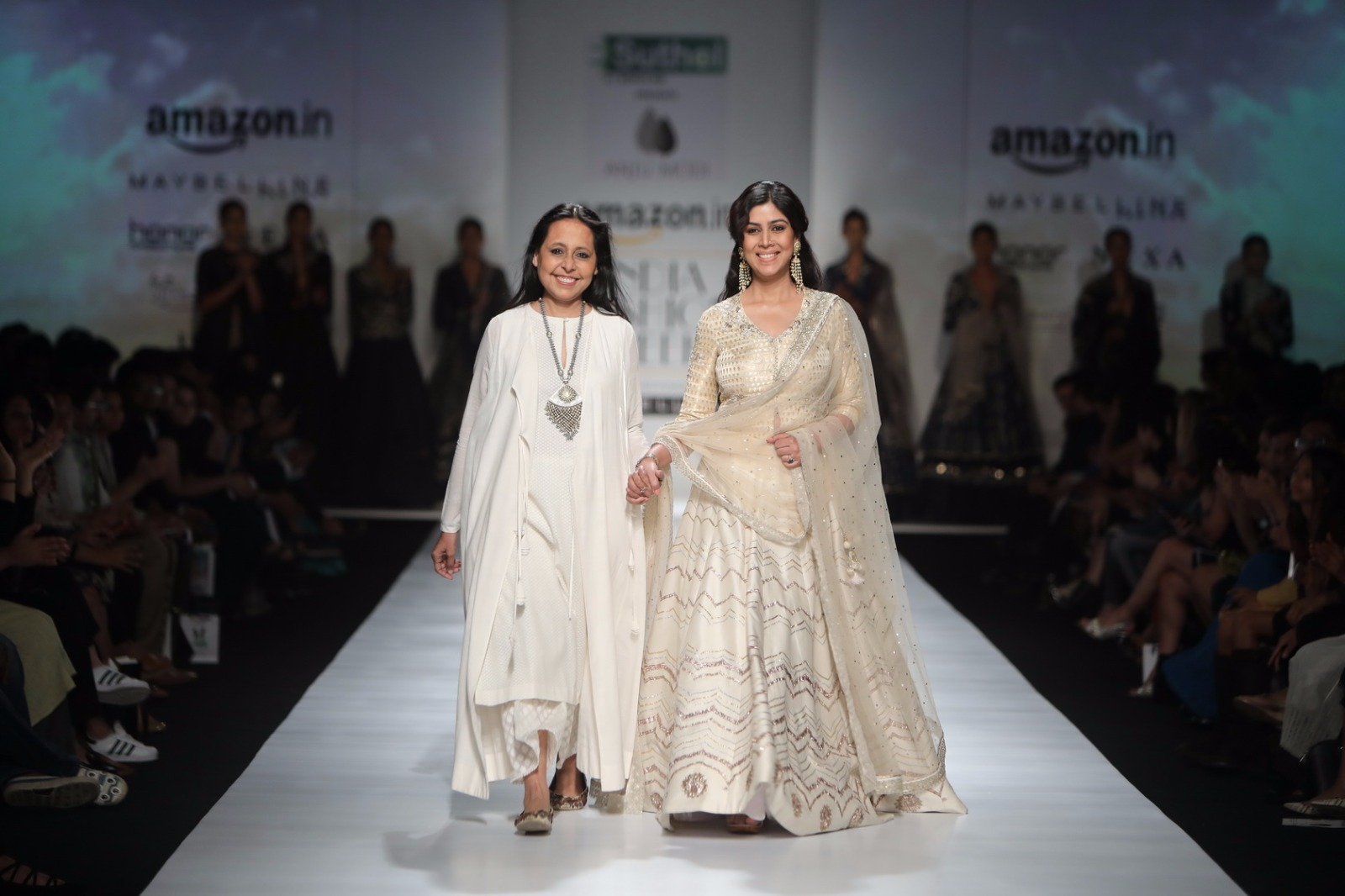 http://www.talksassy.com/wp-content/uploads/2017/03/Amazon-India-Fashion-Week-Autumn-Winter-2017-19.jpg