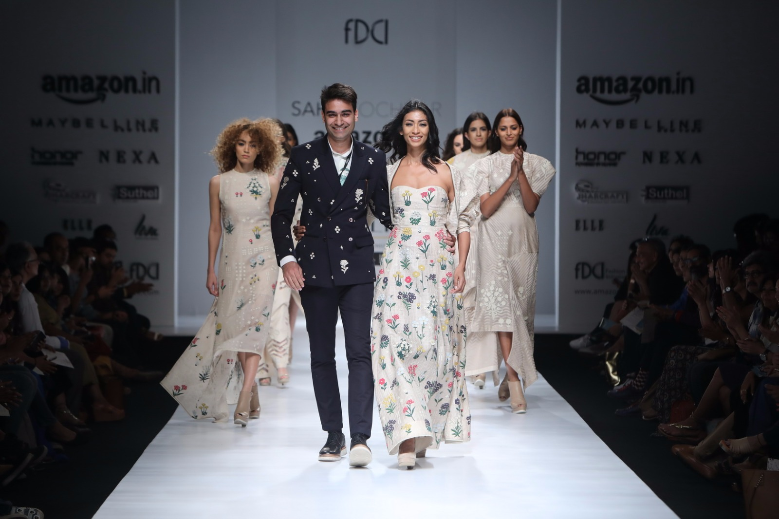 http://www.talksassy.com/wp-content/uploads/2017/03/Amazon-India-Fashion-Week-Autumn-Winter-2017-20.jpg