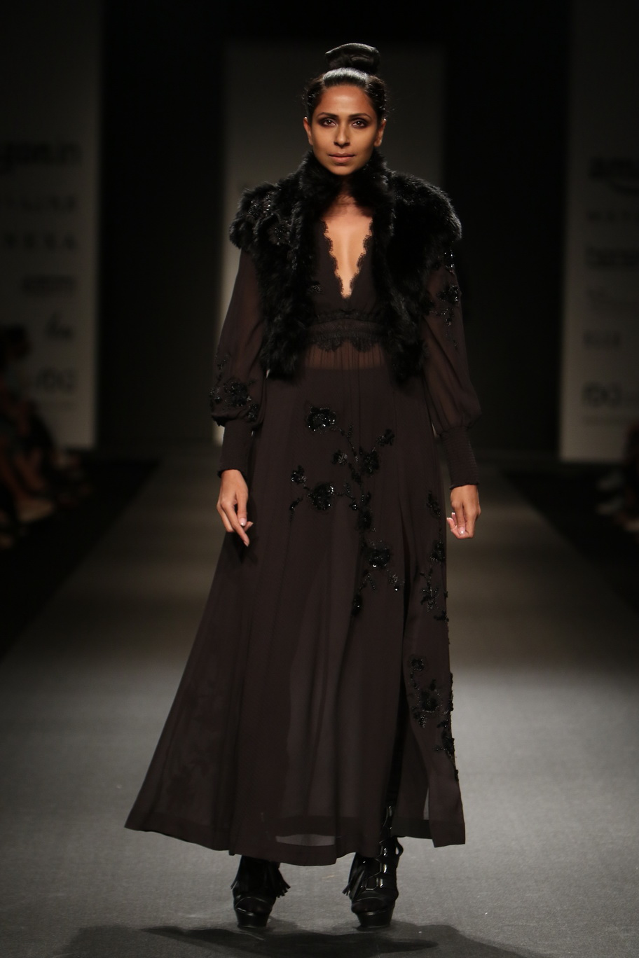 http://www.talksassy.com/wp-content/uploads/2017/03/Amazon-India-Fashion-Week-Autumn-Winter-2017-24.jpg