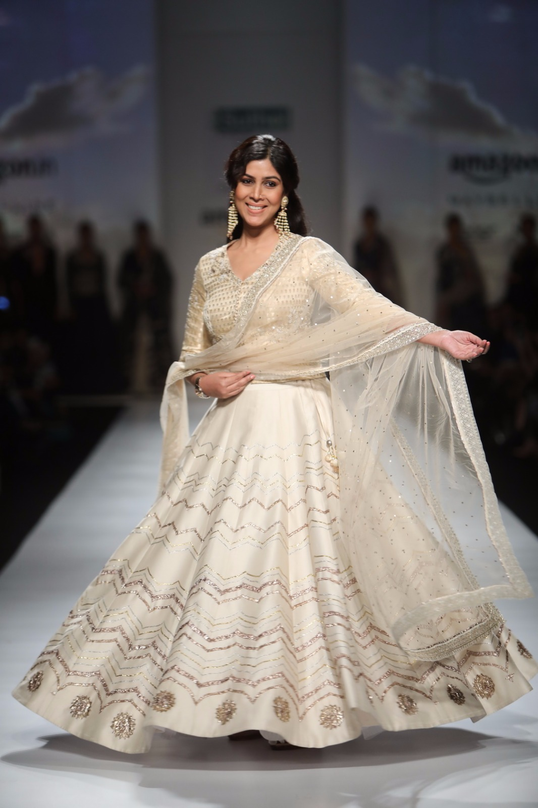 http://www.talksassy.com/wp-content/uploads/2017/03/Amazon-India-Fashion-Week-Autumn-Winter-2017-26.jpg