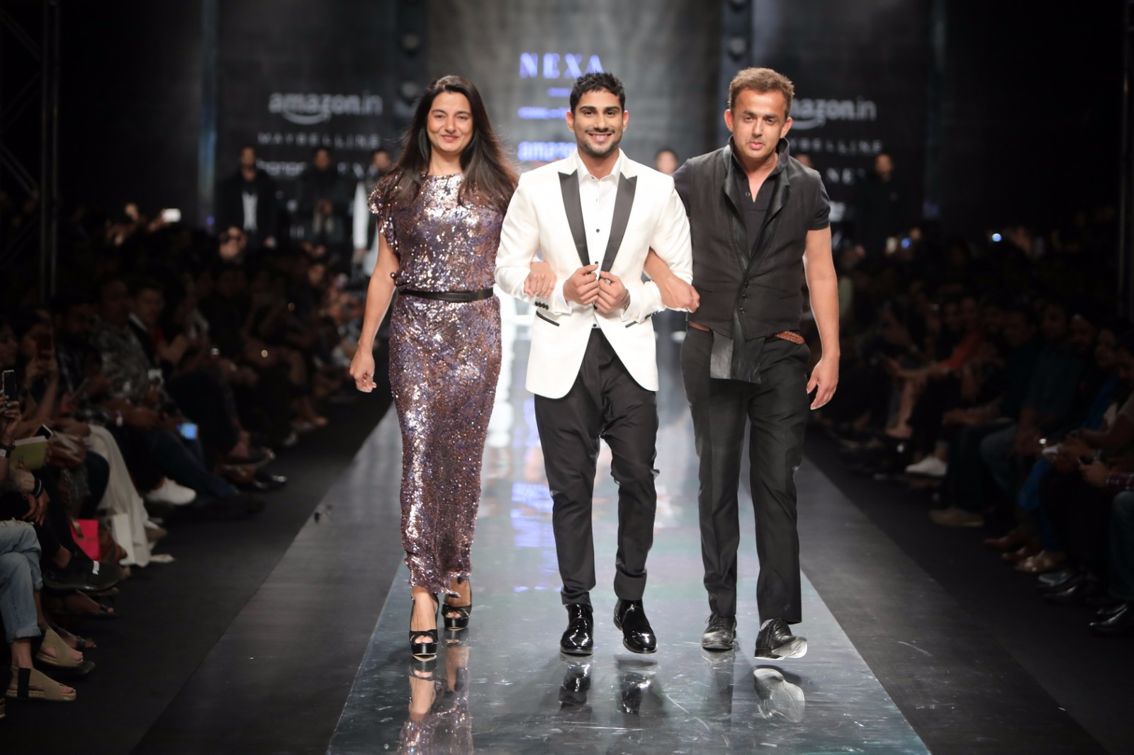 http://www.talksassy.com/wp-content/uploads/2017/03/Amazon-India-Fashion-Week-Autumn-Winter-2017-30.jpg