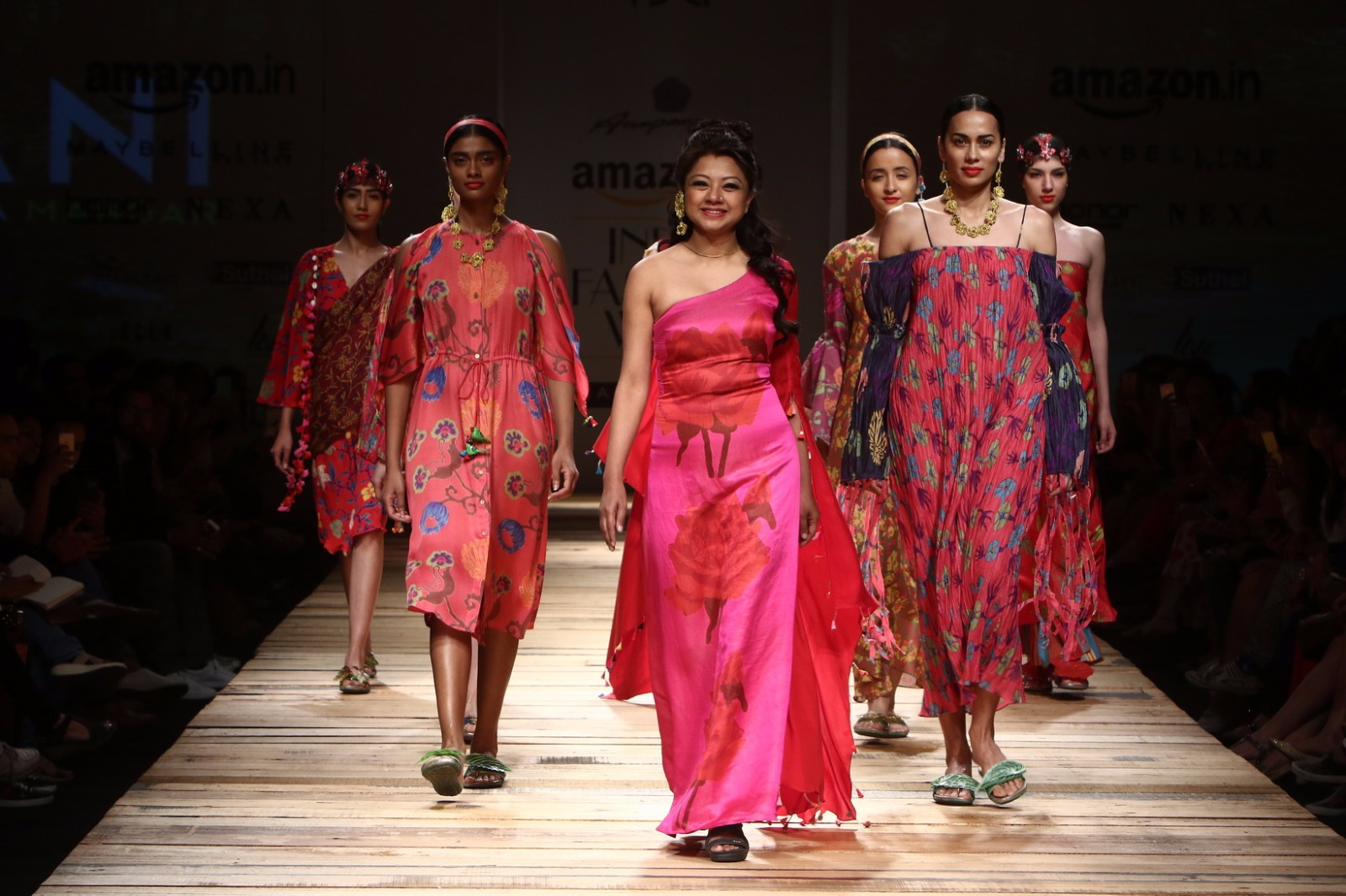 http://www.talksassy.com/wp-content/uploads/2017/03/Amazon-India-Fashion-Week-Autumn-Winter-2017-32.jpg