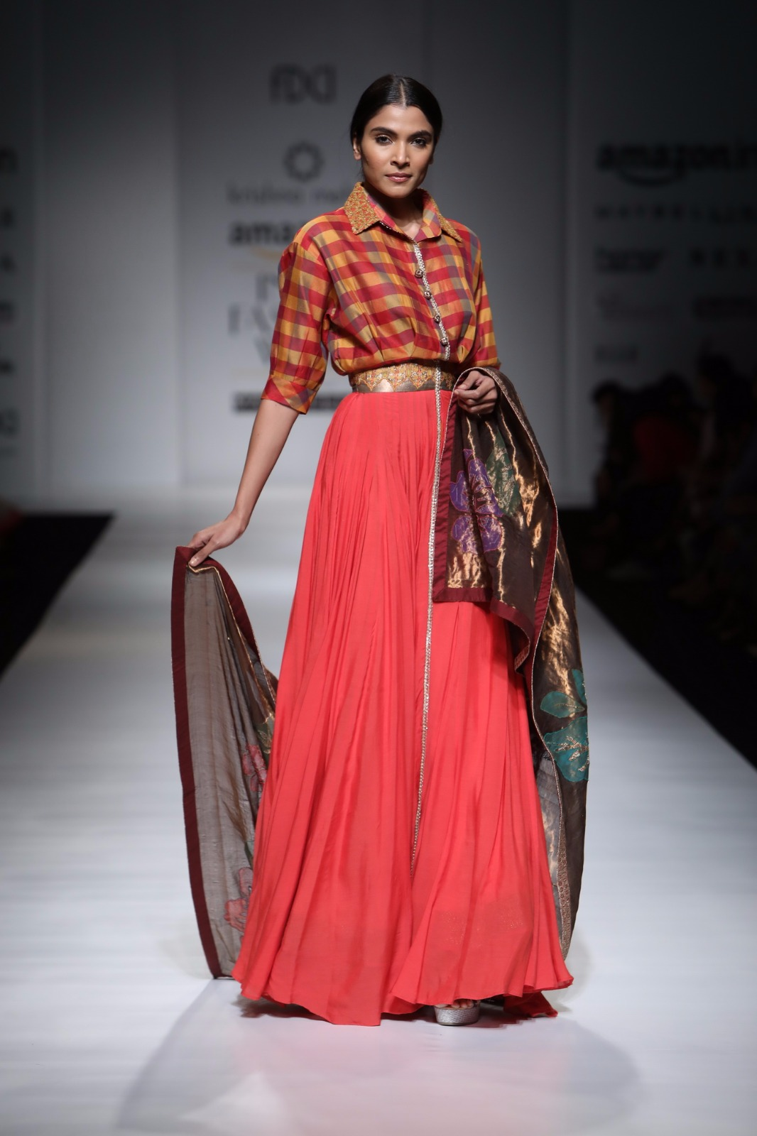 http://www.talksassy.com/wp-content/uploads/2017/03/Amazon-India-Fashion-Week-Autumn-Winter-2017-37.jpg