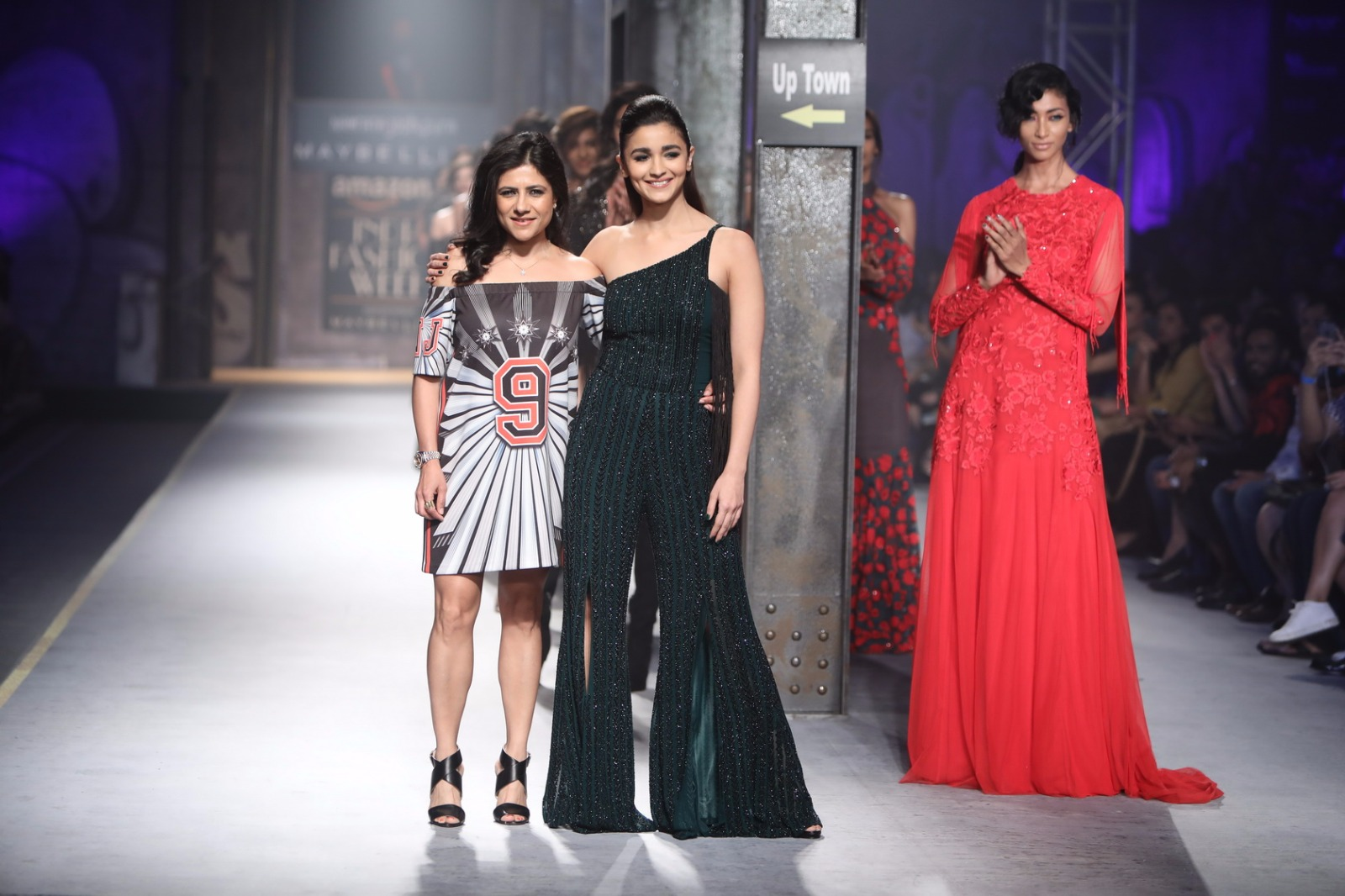 http://www.talksassy.com/wp-content/uploads/2017/03/Amazon-India-Fashion-Week-Autumn-Winter-2017-40.jpg