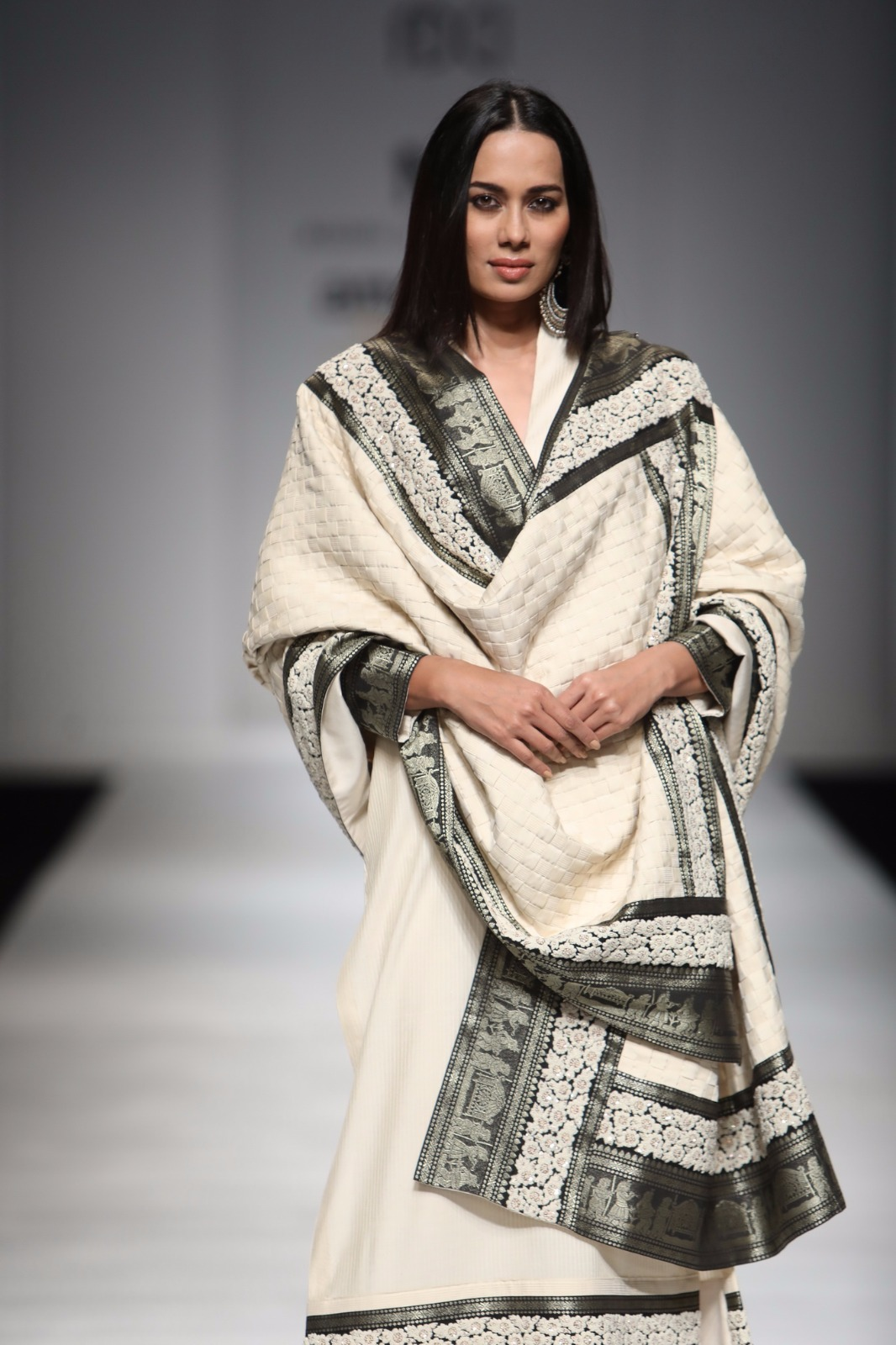 http://www.talksassy.com/wp-content/uploads/2017/03/Amazon-India-Fashion-Week-Autumn-Winter-2017-42.jpg