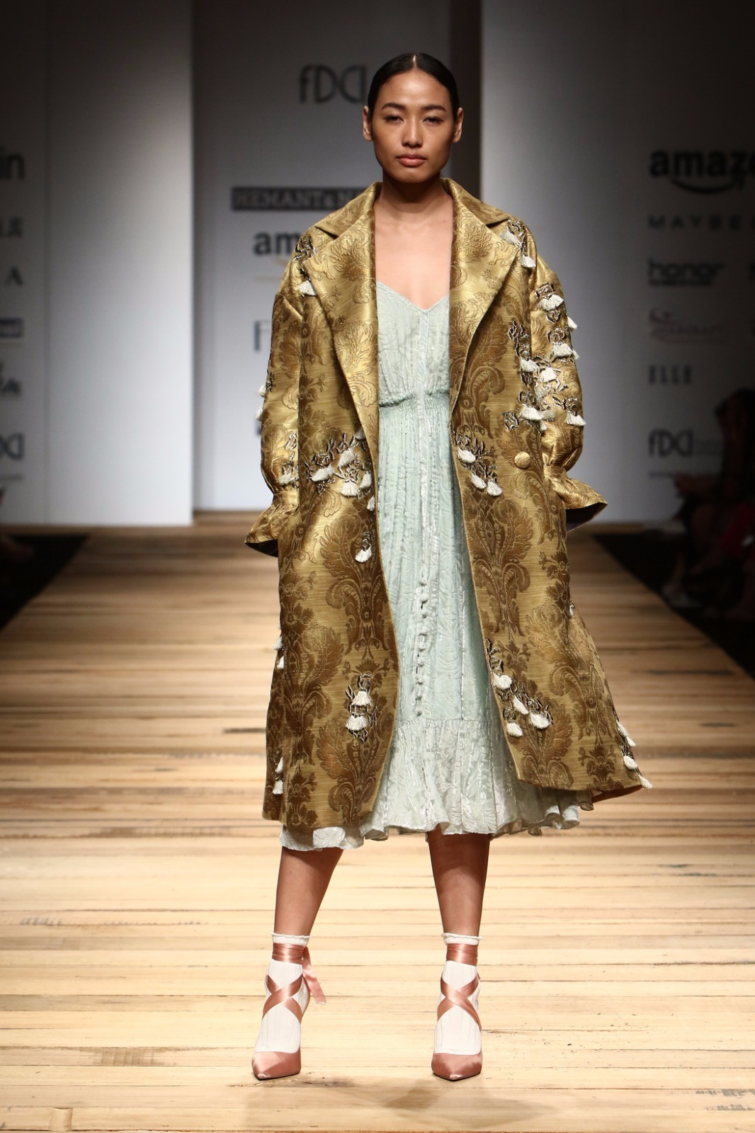 http://www.talksassy.com/wp-content/uploads/2017/03/Amazon-India-Fashion-Week-Autumn-Winter-2017-44.jpg